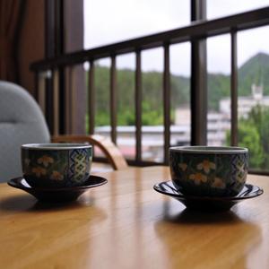 窓から望む豊かな山々