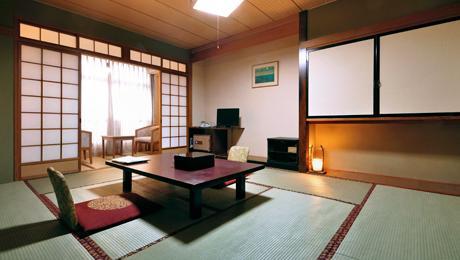 写真:和室10畳(バストイレ付)