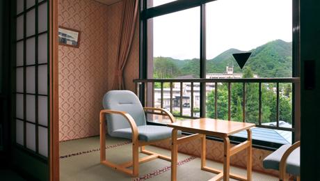 写真:和室8畳(バストイレ付)
